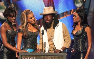 Destiny's Child and Wyclef Jean during The 2000 MTV Video Music Awards at Radio City Music Hall in New York City, New York, United States. (Photo by KMazur/WireImage)